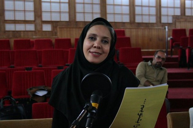 گفتوگو با بازیگری که ۲۲ بهمن میان مردم نمایش اجرا میکند