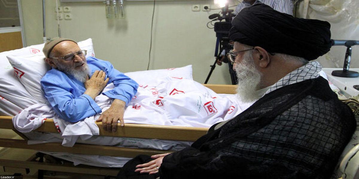اقامه نماز میت بر پیکر علامه حسنزاده آملی توسط رهبر انقلاب