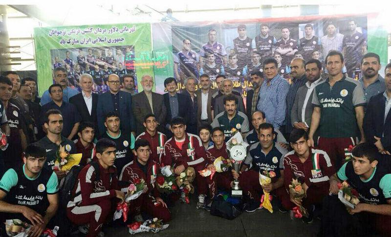 فرنگی کاران تیم ملی نوجوانان وارد فرودگاه امام خمینی (ره) شدند